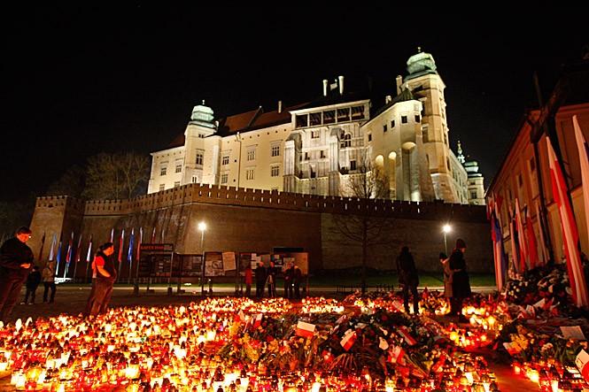 Pęknięte symbole – Wawel polityków i kardynałów?