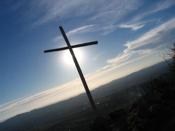 Krzyż w świetle menory